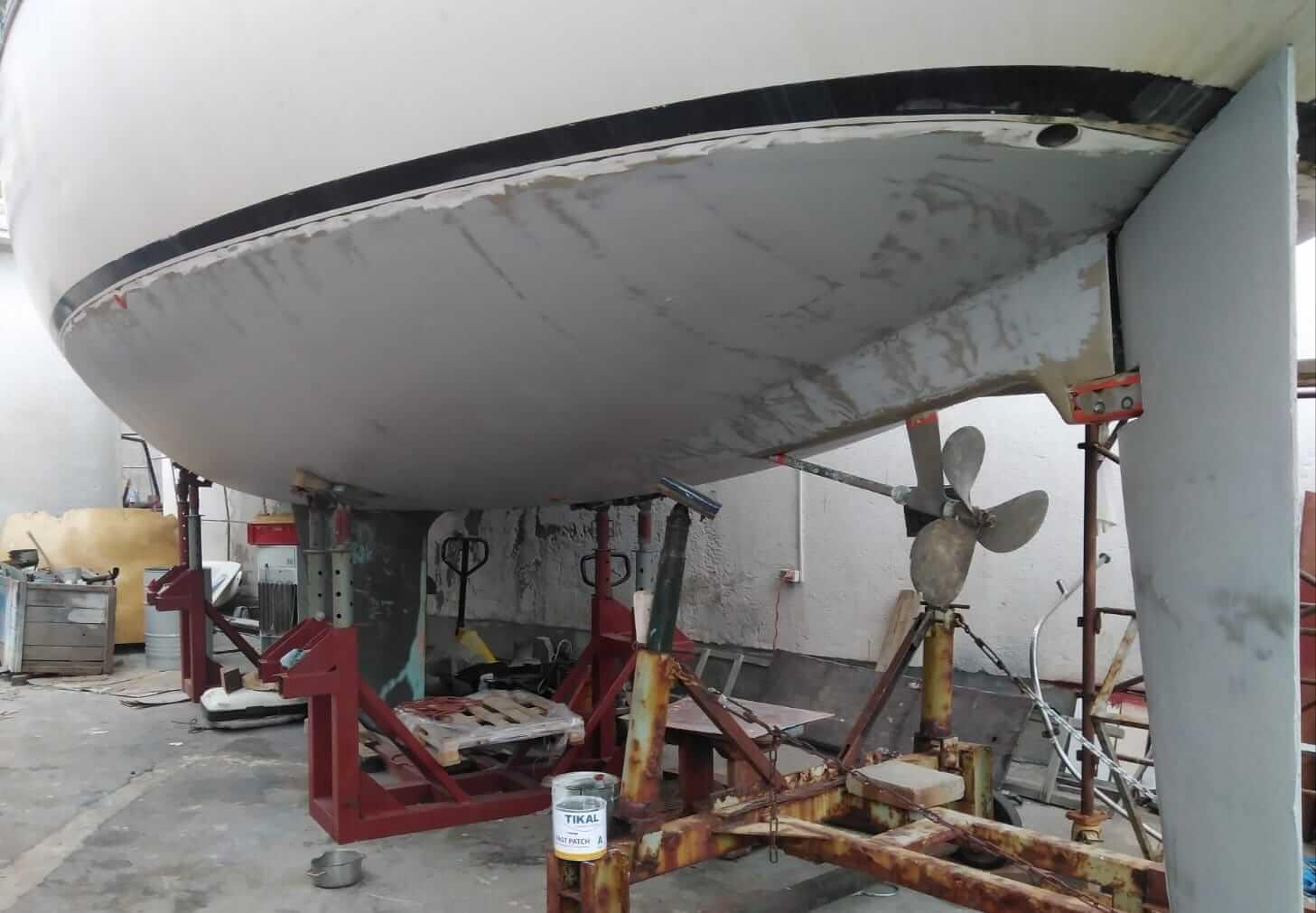 Sanacija podvodnog dijela jedrilice s TIKAL dvokom. Epoxi kitom